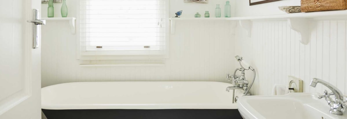 A Clean Bathroom To Illustrate The Best Mildew Resistant Paints.