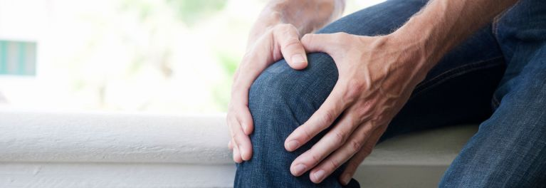 Painful knee. Consumer Reports provides advice on what drugs work and when to consider surgery.