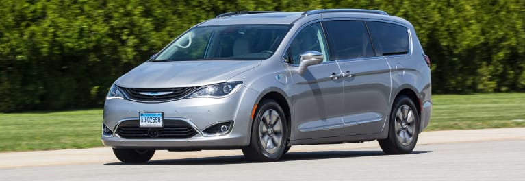 2017 Chrysler Pacifica Hybrid driving