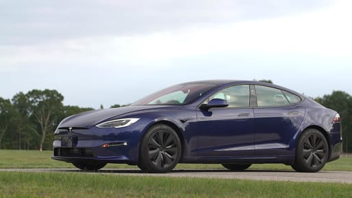 Talking Cars 325: Driving the Tesla Model S With the New Steering 'Yoke'
