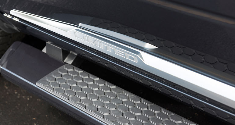Pickup truck running boards