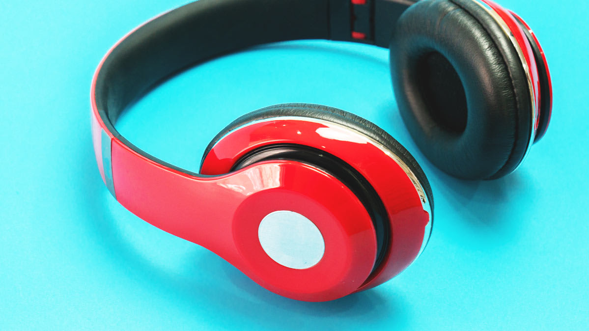 Over-ear headphones, a versatile option when you want to wear headphones with hearing aids.