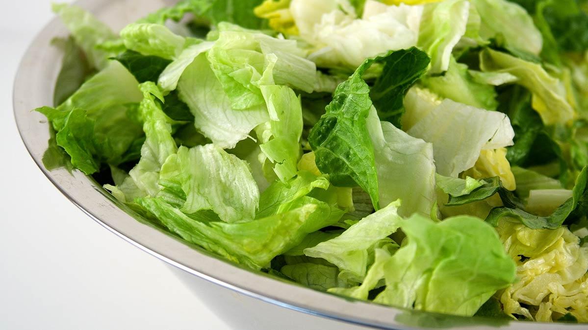 Avoid Eating Romaine Lettuce Again, Consumer Reports Says