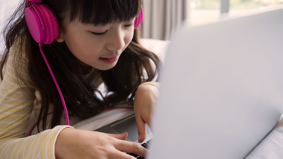 Photo of a child using a computer for YouTube privacy article.