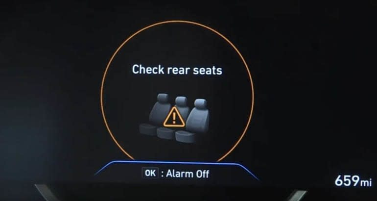Hyundai rear occupant alert screen for their rear seat reminder