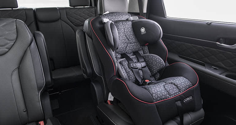 2020 Hyundai Palisade with rear occupant alert and child car seat