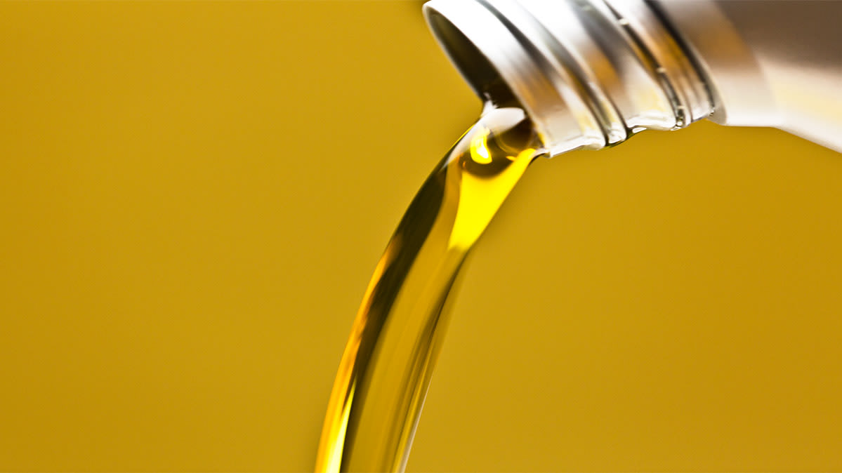 How To Check Oil >> How To Check Your Car S Engine Oil Consumer Reports
