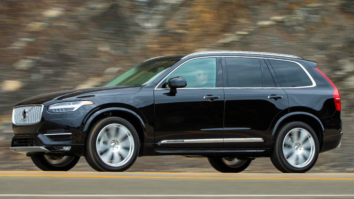 Volvo XC90 driving, part of the latest Volvo recall