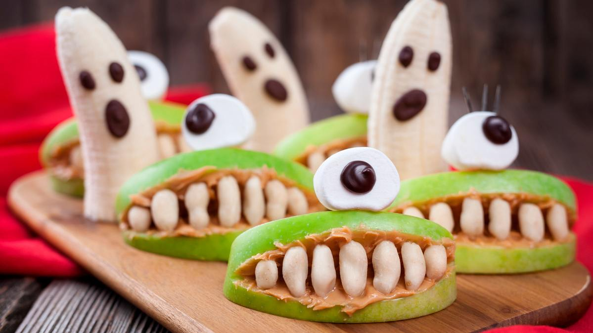 Banana ghosts and apple peanut butter monsters