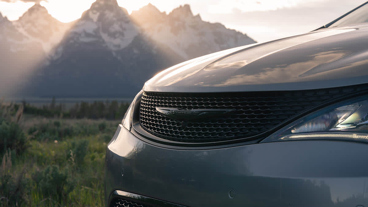 2020 Chrysler Pacifica included in the display recall