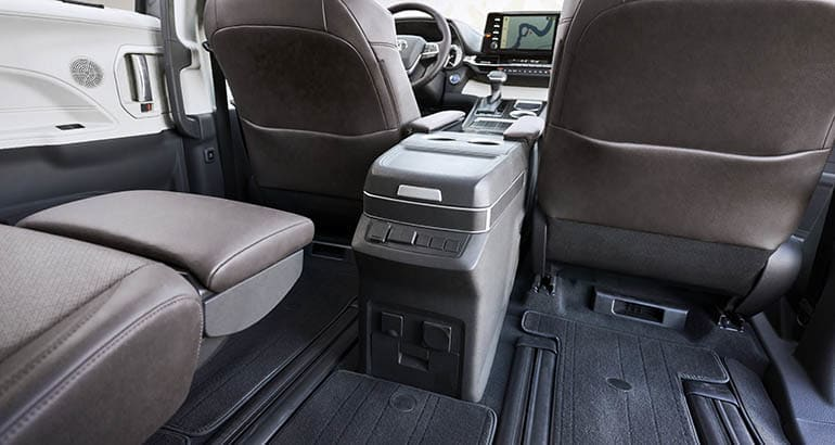 2021 Toyota Sienna second row