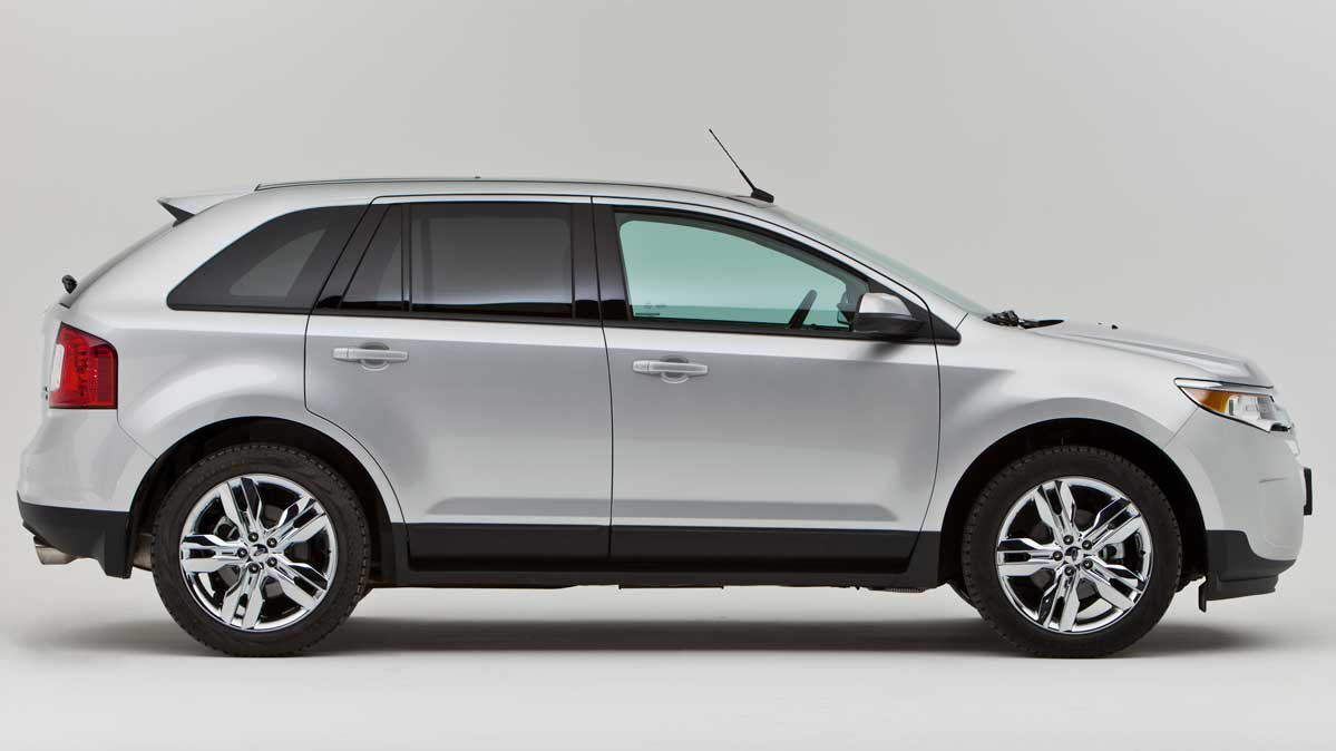 A 2014 Ford Edge in silver, side view
