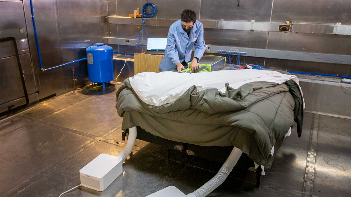 A Consumer Reports engineer tests mattress cooling pads in our labs.