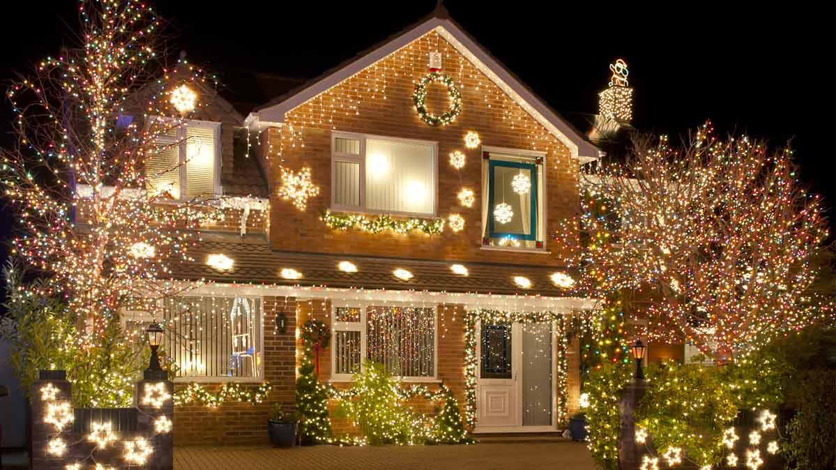 A house decorated with house Christmas lights.