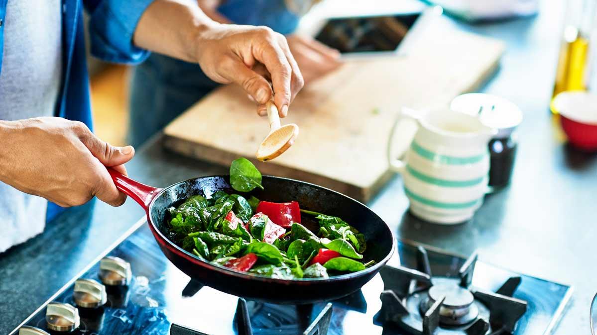 The Safest Ways to Eat Salad