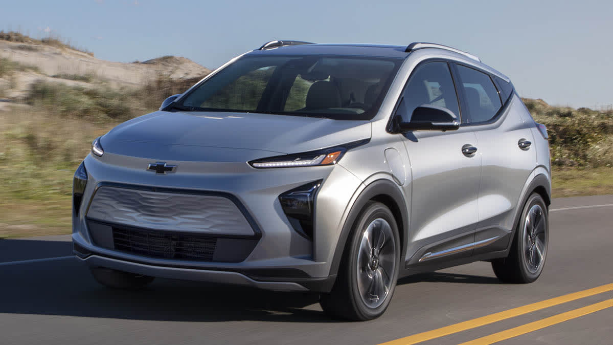 2022 Chevrolet Bolt EUV driving