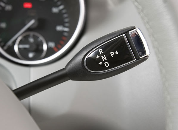 Can unfamiliarity with a shifter-gear lever cause a tragedy
