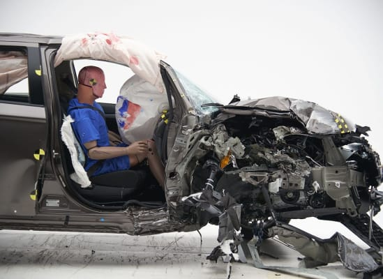 IIHS crash test Mitsubishi Outlander