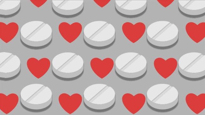 Pattern of alternating hearts and aspirin