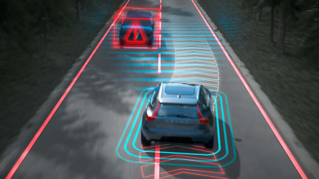 Volvo Cars Oncoming Lane Mitigation