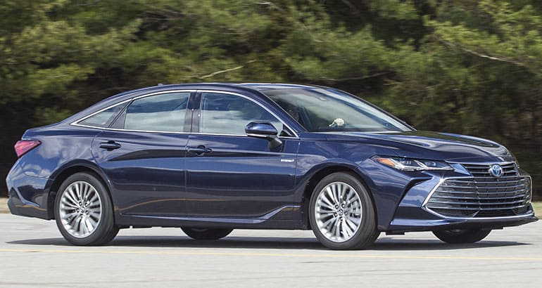 2019 Toyota Avalon front driving