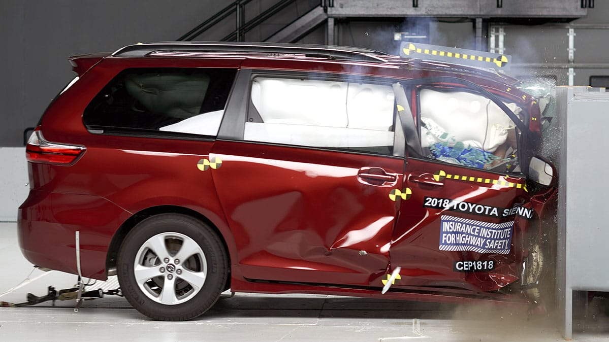 Iihs Minivan Crash Tests Sienna Odyssey Pacifica