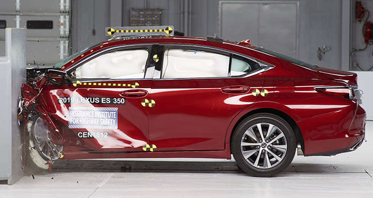 IIHS Gives the Lexus ES Top Safety Marks