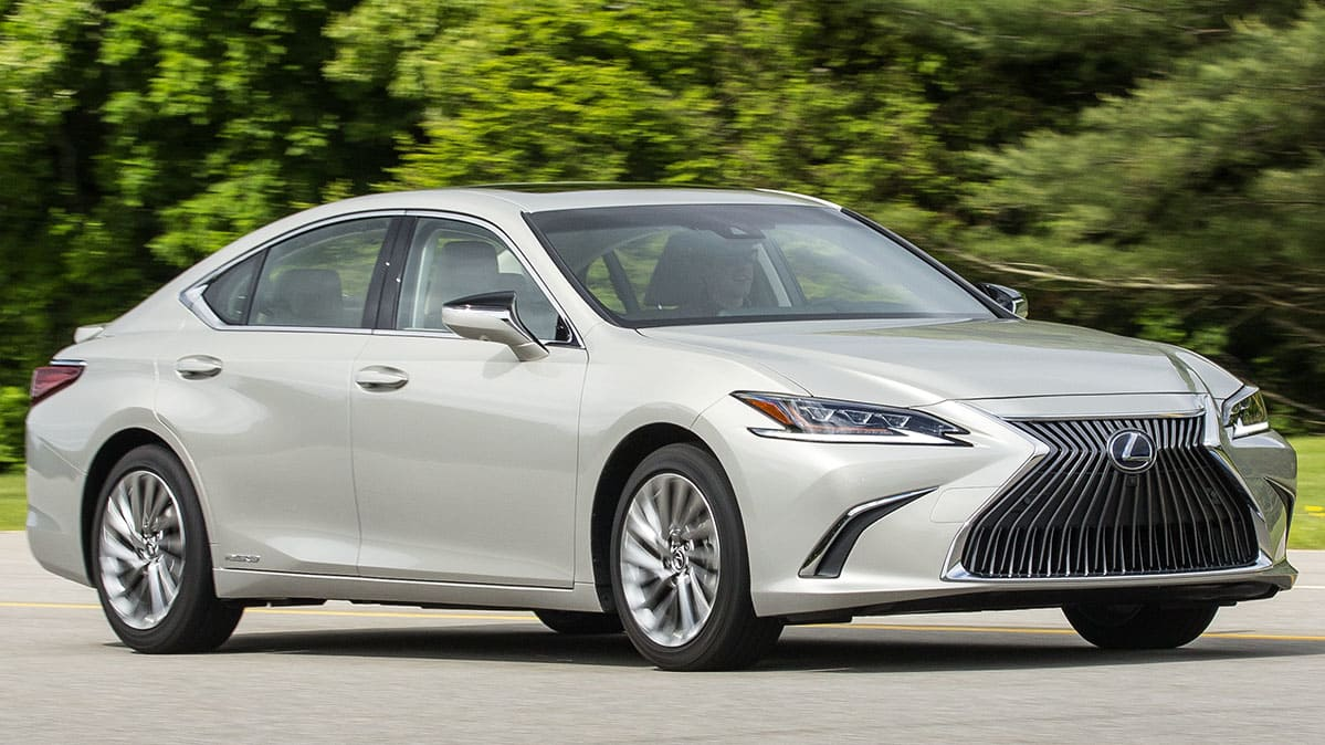 all-new 2019 lexus es gets bigger and sportier