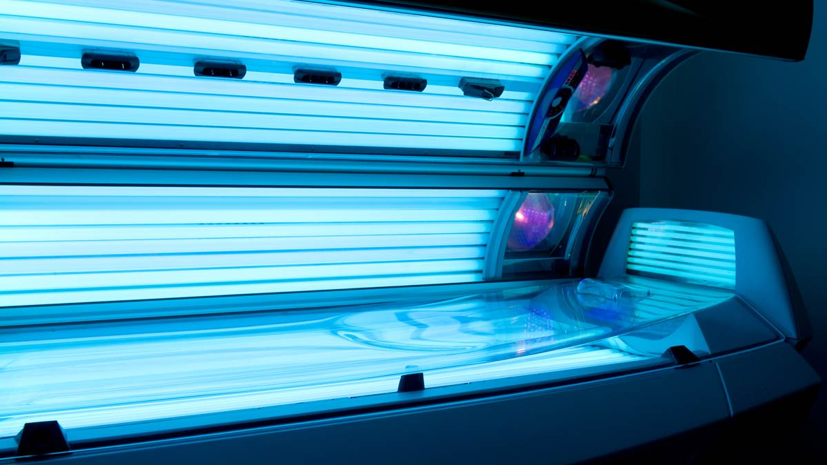A photo of an open tanning bed