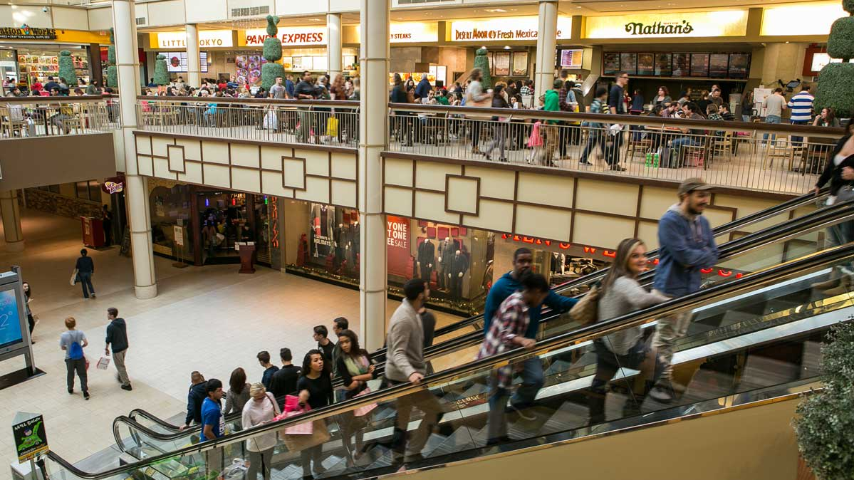 What to Eat and What to Avoid at the Mall Food Court
