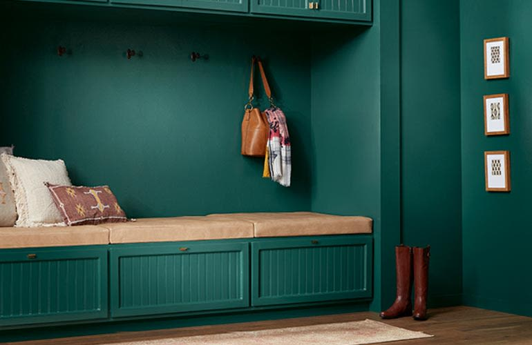 Valspar: Favorite Green 5011-4 in an entryway.