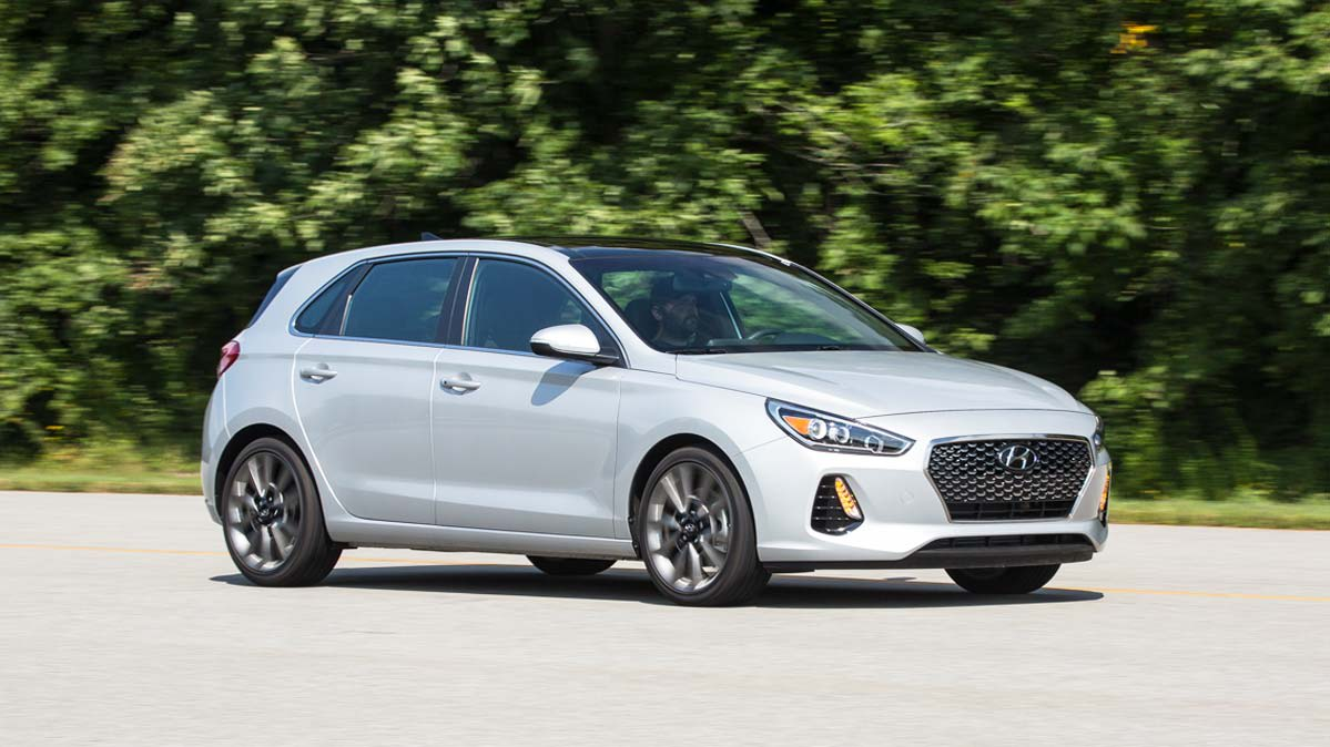 sport front reviews motor quarter trend motion in three hyundai and rating elantra cars