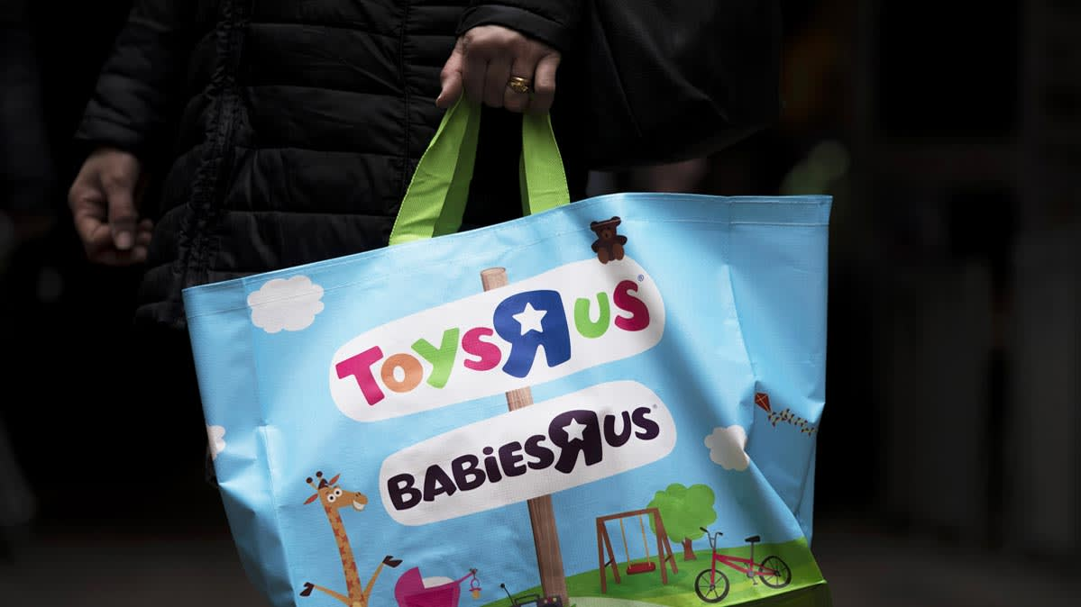Toys R Us Which Is Liquidating Its Remaining 735 Stores In The US Giving Gift Card Holders 30 Days To Use Their Balances