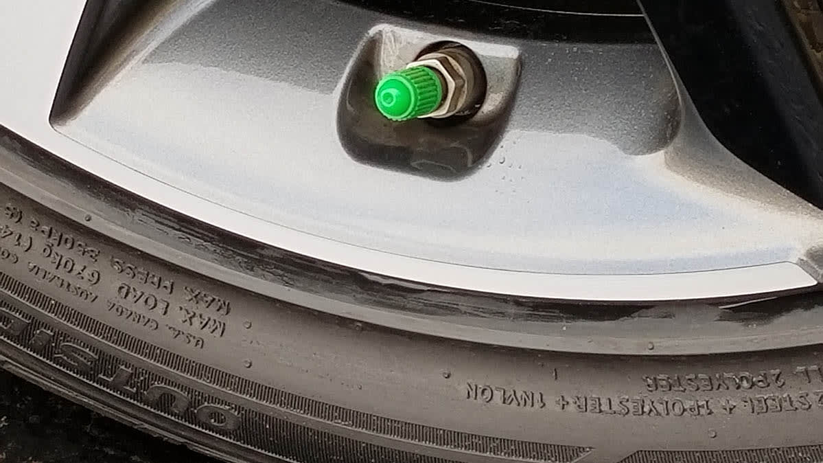 Kia Soul green cap shows there is nitrogen in the car tires