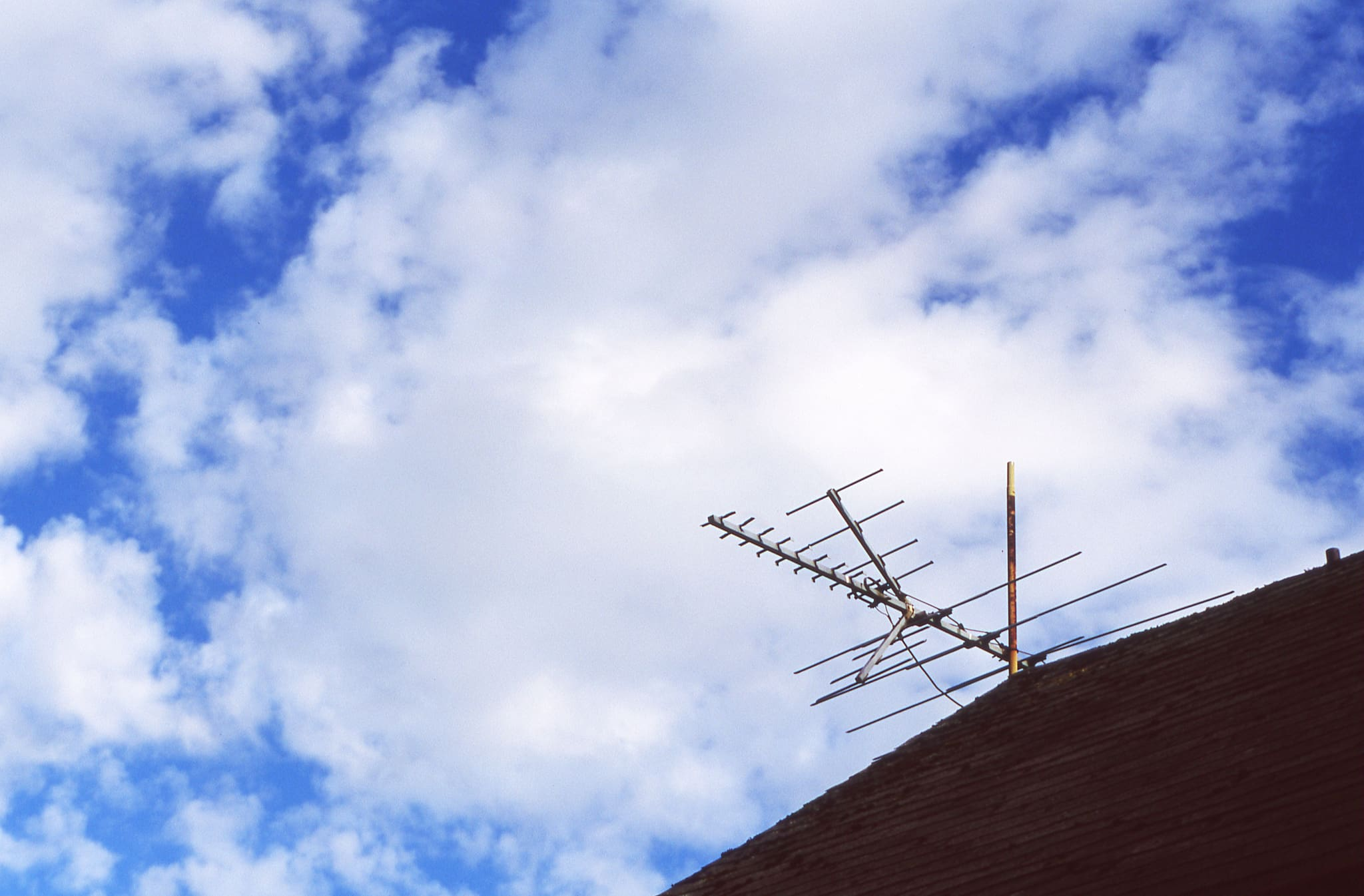 People Are Shocked That TV Signals Over The Air Are Free And