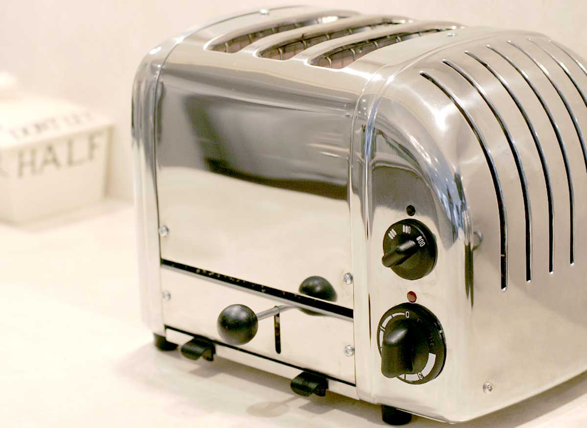 Photo of a toaster that has a bread lifter.