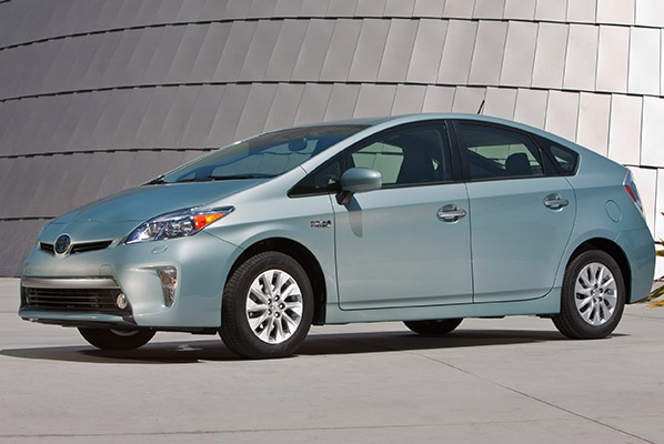 2014 toyota prius plug in price drop consumer reports news. Black Bedroom Furniture Sets. Home Design Ideas