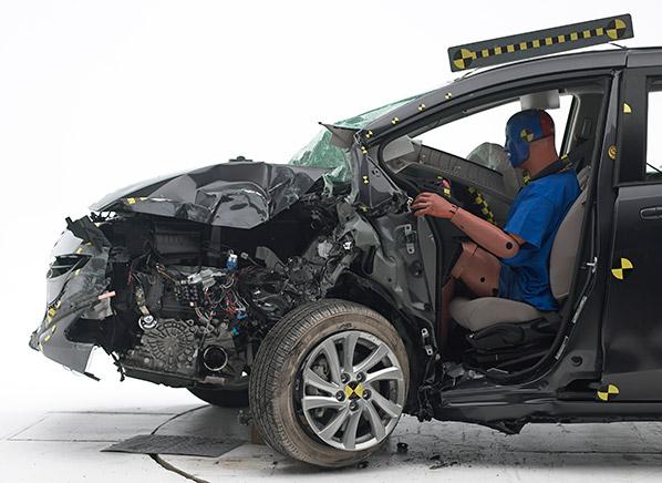 Mazda5 Photo Iihs