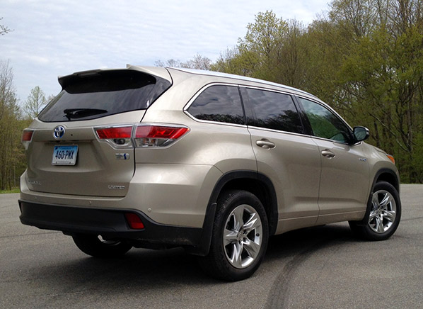 If An Suv Is More Your Style Than A Minivan There S No Better Choice Our Top Rated Toyota Highlander Family Friendly And Ious The
