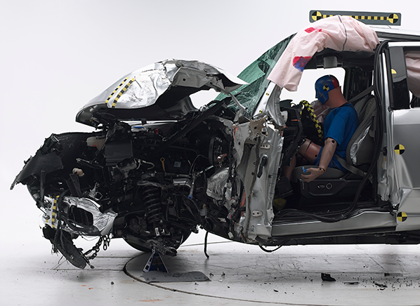 2015 ford f 150 extended cab truck earns a marginal in the small overlap front crash test by iihs photo iihs