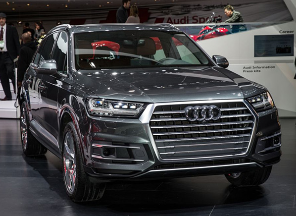 video all new audi q7 suv sheds weight without. Black Bedroom Furniture Sets. Home Design Ideas