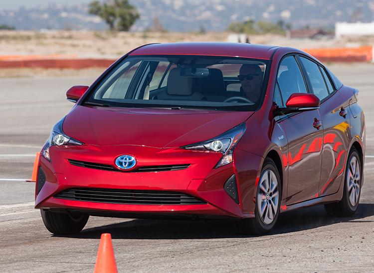 2016 Toyota Prius Hybrid Front Handling