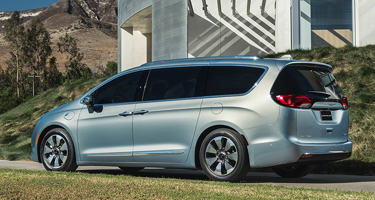 2017 Chrysler Pacifica Minivan Rear