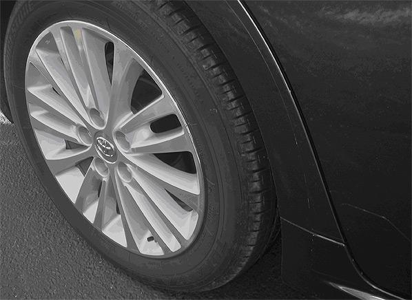 safety risks of worn tires consumer reports. Black Bedroom Furniture Sets. Home Design Ideas