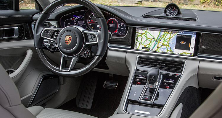 Preview 2017 porsche panamera luxury sedan consumer reports for Porsche panamera interior dimensions