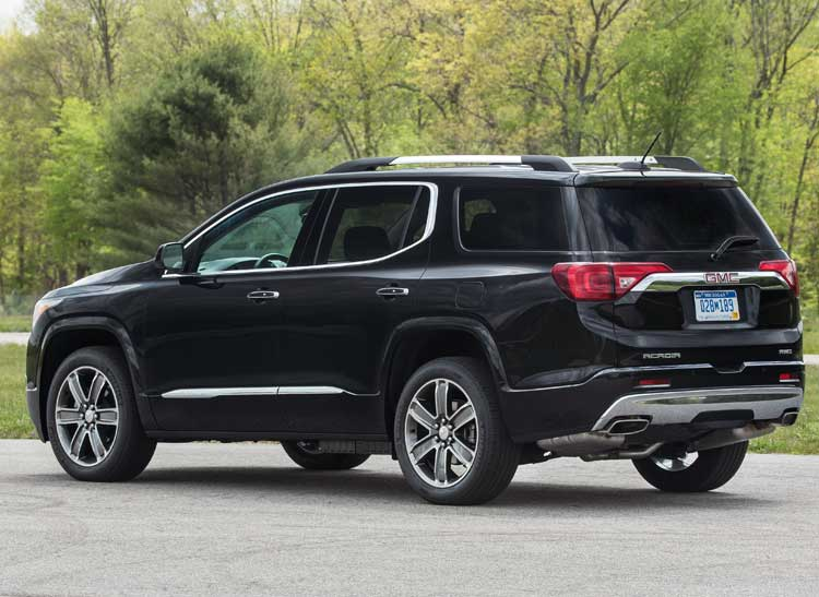 redesigned 2017 gmc acadia goes on a diet consumer reports. Black Bedroom Furniture Sets. Home Design Ideas