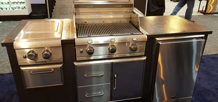 Outdoor kitchens and fancy grills heat up consumer reports for Gasgrill fur outdoor kuche