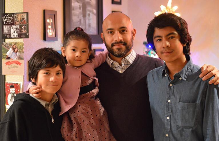Ismael Aguirre with his three children.