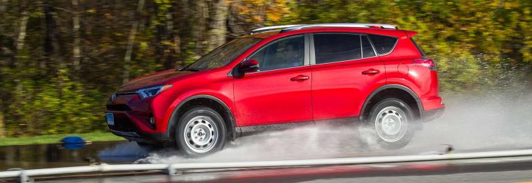 2016 Toyota RAV4 hydroplane tire test