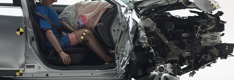 2018 Subaru Outback crash test by IIHS